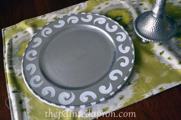 white swirl charger thepaintedapron..com
