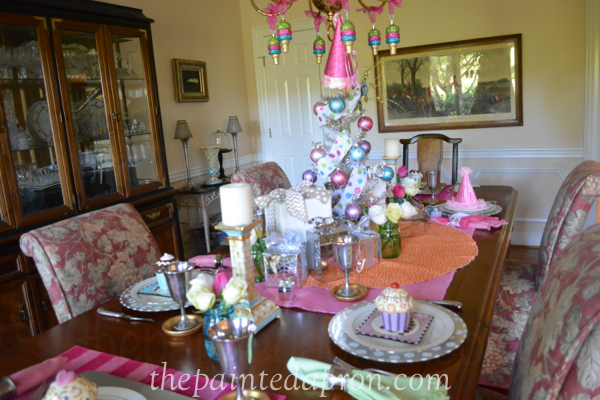 Birthday table thepaintedapron.com