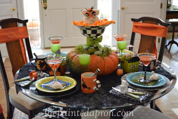Halloween table 1 thepaintedapron.com