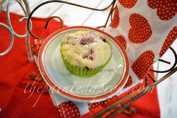 strawberry muffin thepaintedapron.com