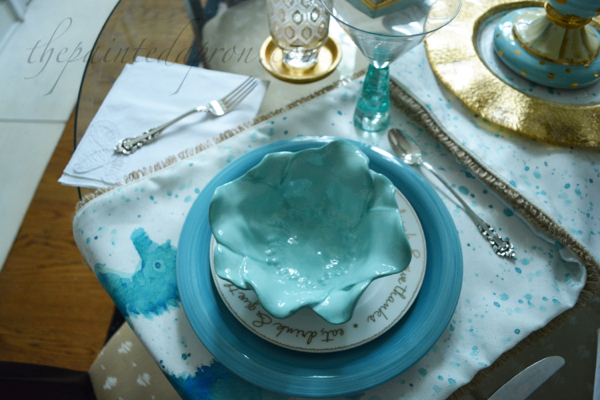 blue and gold place setting thepaintedapron.com