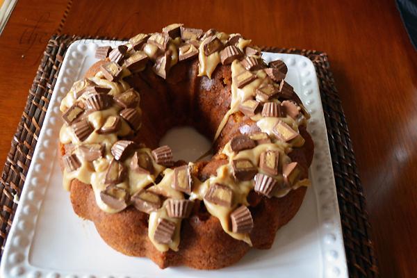 candy caramel wreath cake 1 thepaintedapron.com