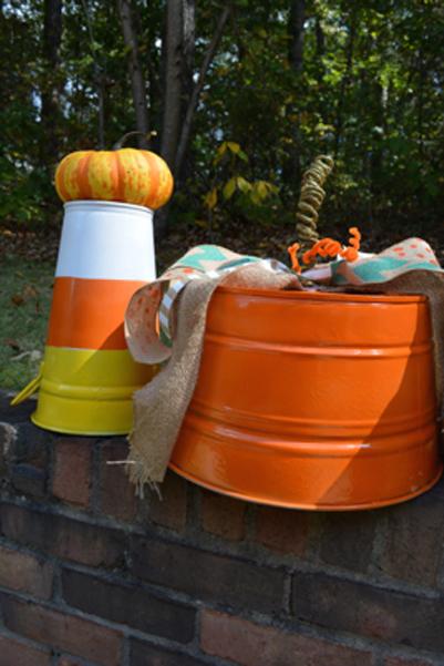 candy corn and pumpkin buckets thepaintedapron.com