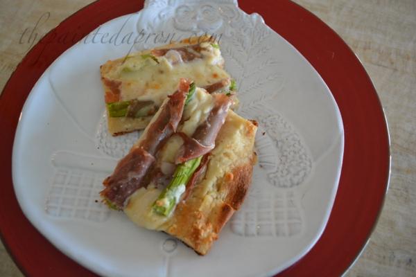 Prosciutto wrapped asparagus pizza