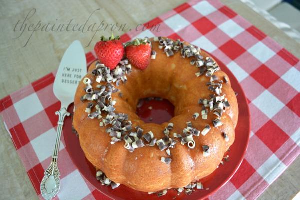 vanilla snickers cake