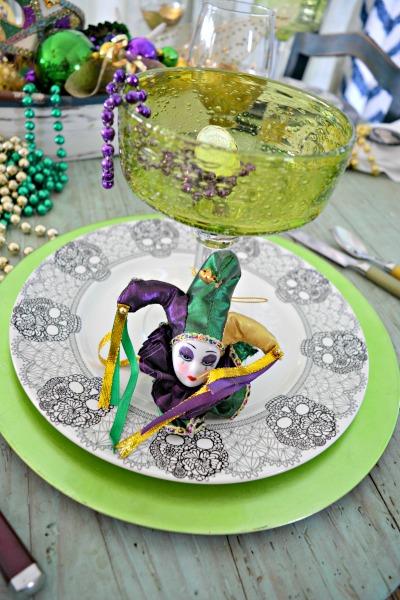 mardi-gras-plate-stack