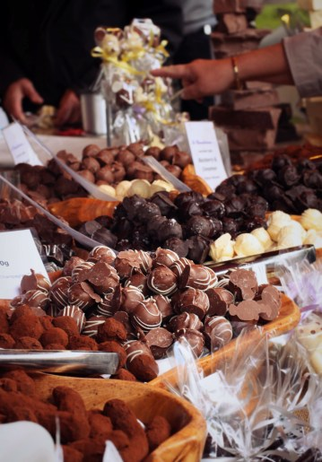 The market was full of people and stalls decorated with fancy cuisine. Check out these delicious chocolates!!!