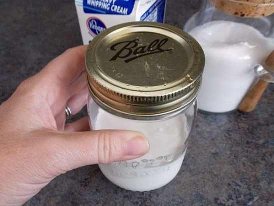 Whipped-Cream-in-Jar-Close-Lid-Tightly