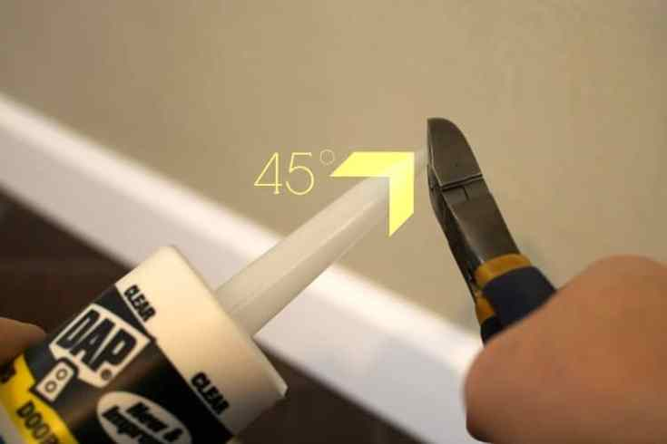 Cutting-caulk-tip