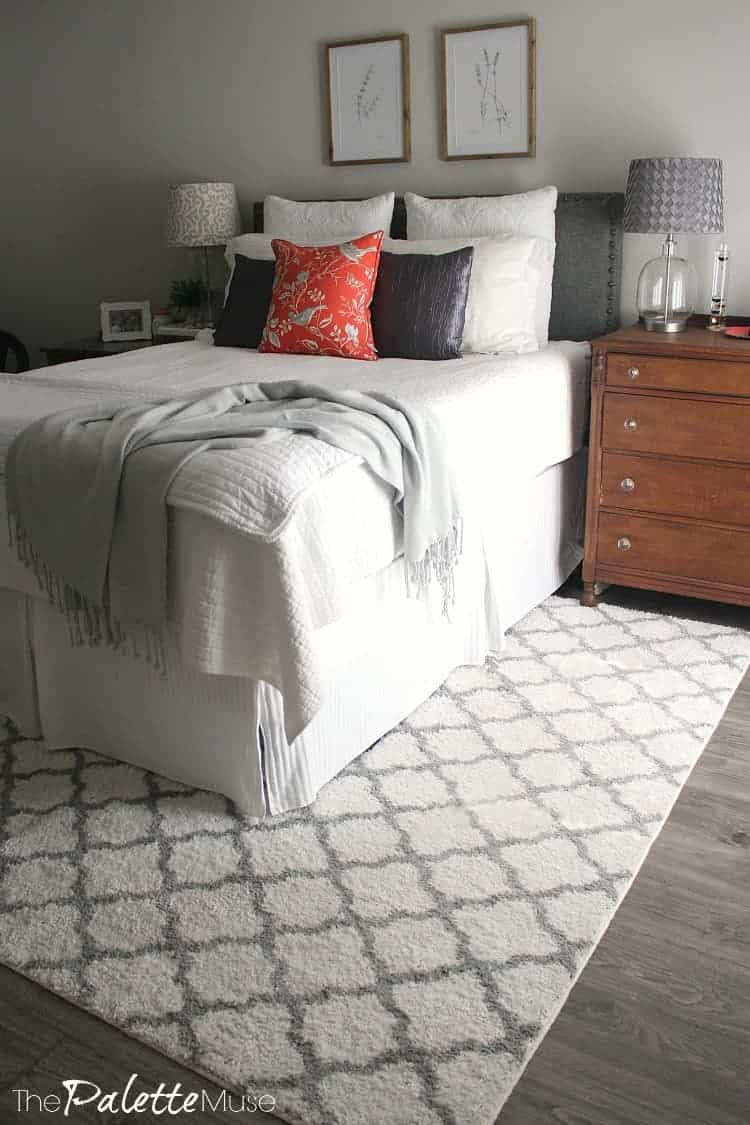 Similar but not matched dressers look coordinated and collected. #bedroomdesign #craigslistfind #furnituredesign
