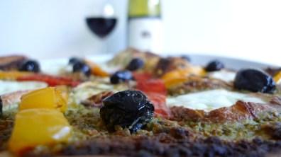 Out of the oven: Flatbread pizza with mozzarella di bufala affumicata | ©Tom Palladio Images