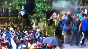 BOMBSHELL! Trump hints at Honduras caravan being paid for by unknown source
