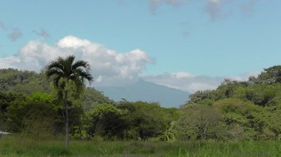 Yesterday was another gorgeous day, and another wonderful view of Volcan Baru.