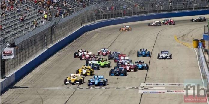 2012-IndyCar-MKE-RaceStart