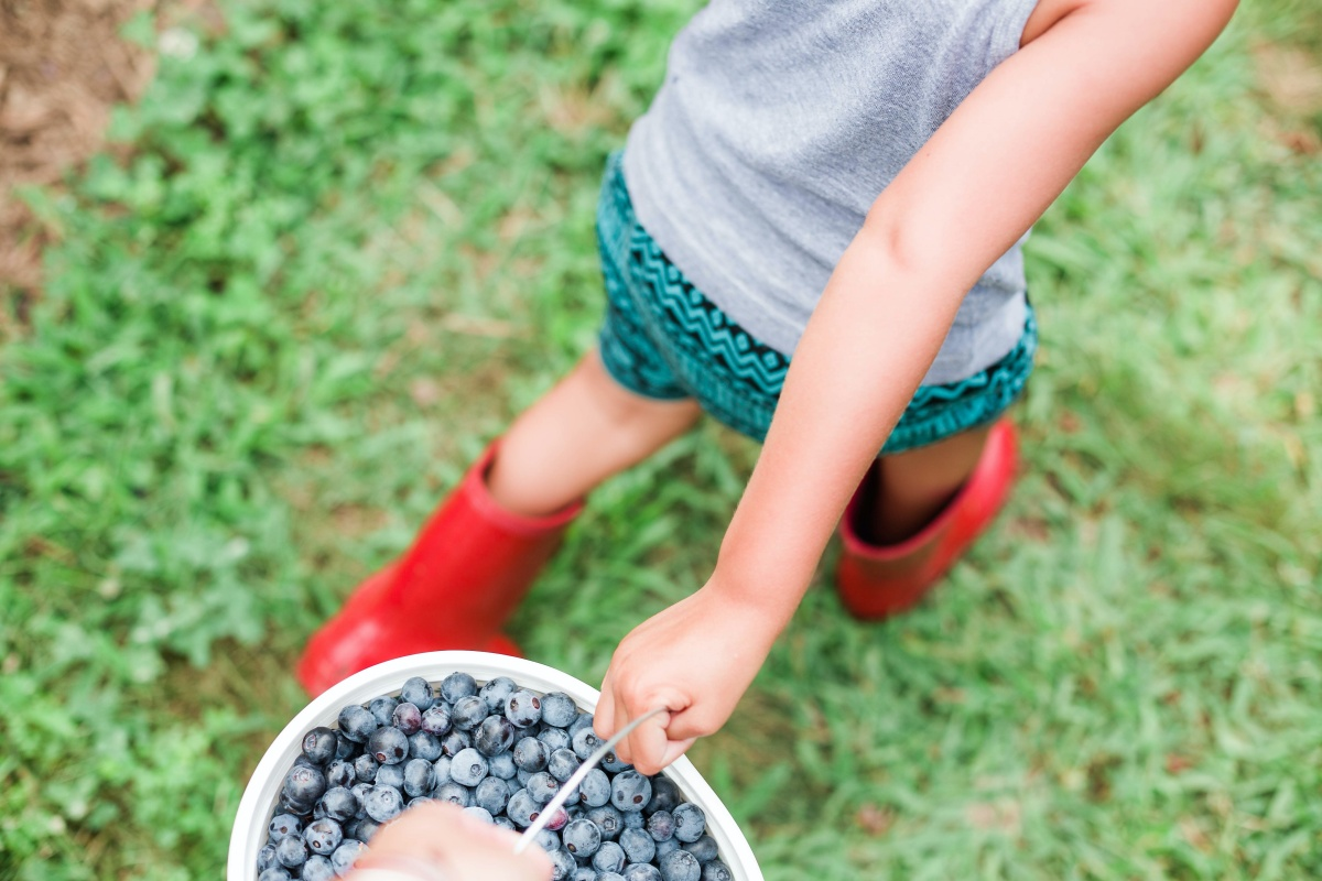 3 Ways to Teach Your Kids to be Servant-Hearted