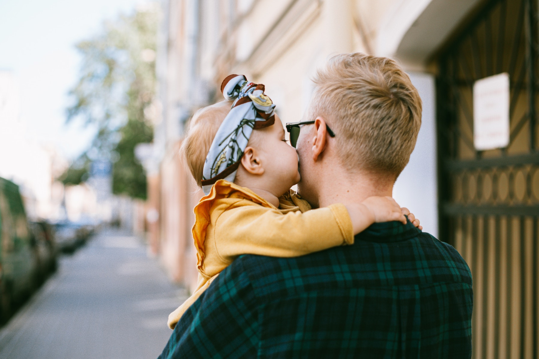 How New Dads Can Foster a Healthy Image of Beauty in Their Daughters | Parent Cue Blog