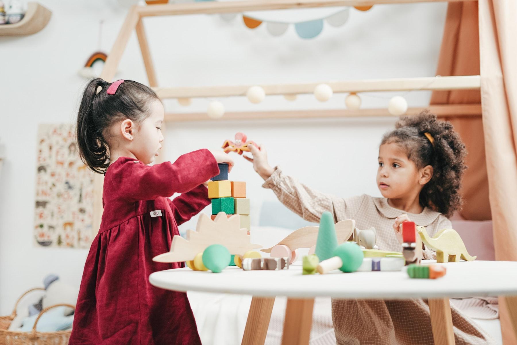 How Do I Encourage Kids to Be Friends | Parent Cue Blog