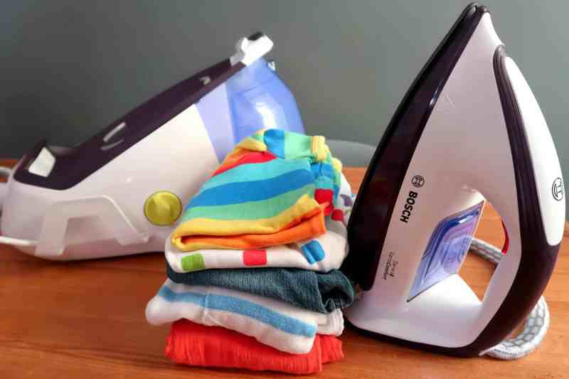 Bosch steam iron and base