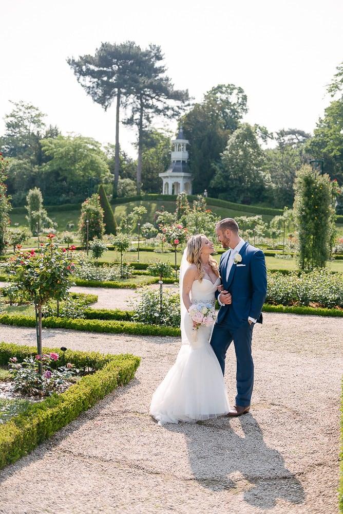 eloping in paris in the jardins de bagatelle in paris