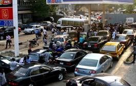 Queue Returns to Filling Station as Tanker Drivers Begin Strike
