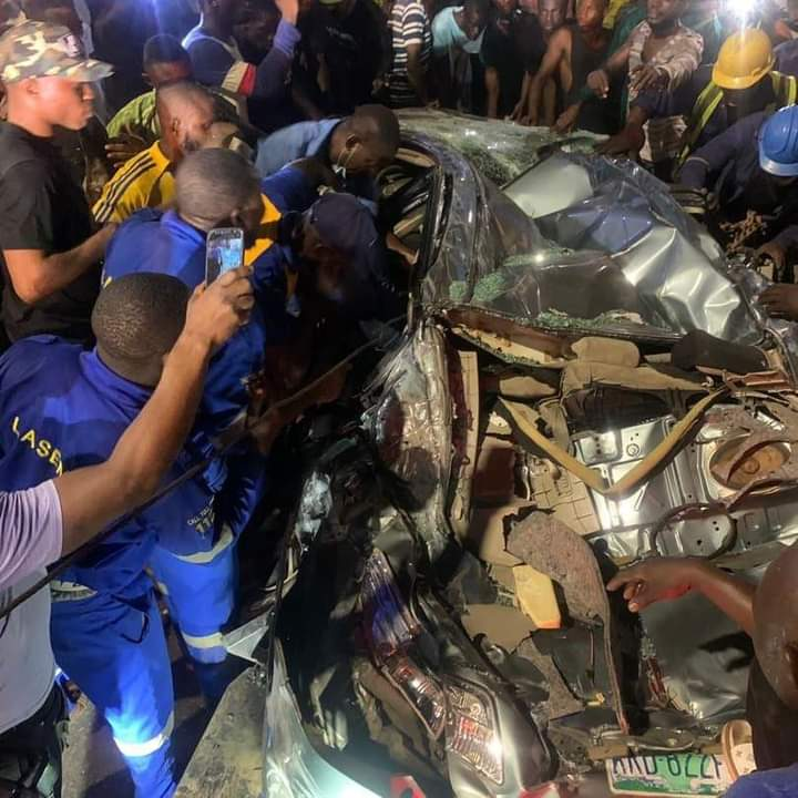40 Feet Container Crushes Car in Lagos