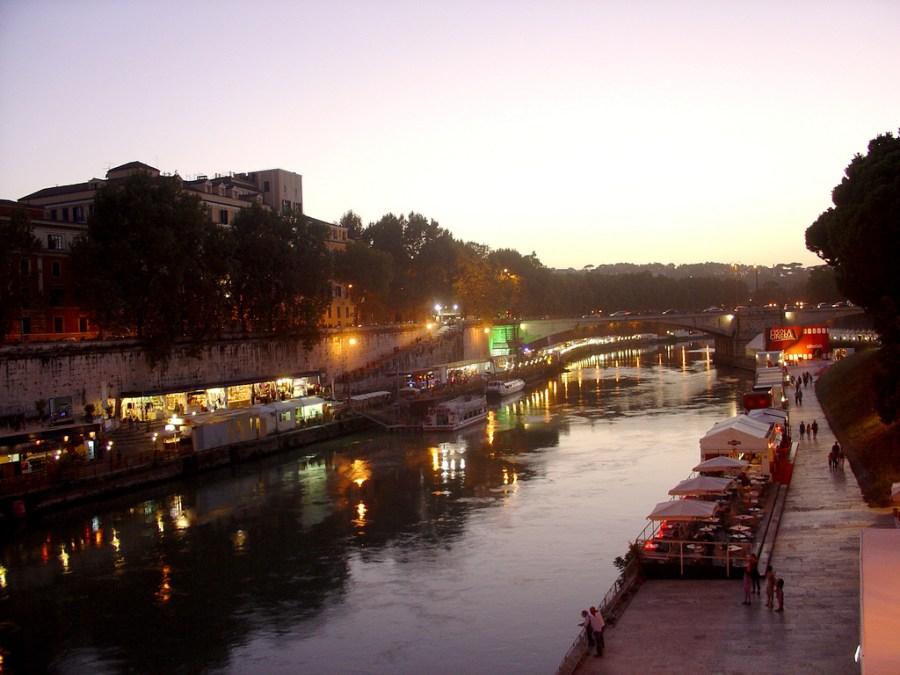 Tiber in Trastevere.jpg