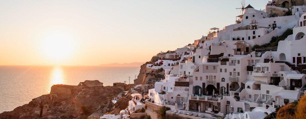 oia santorini sunset greece