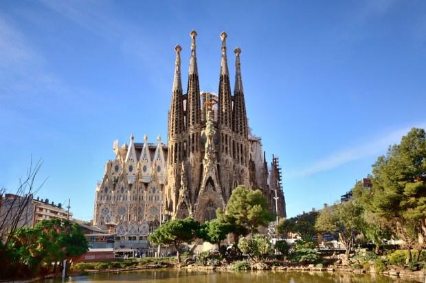 Sagrada-Familia_Antoni-Gaudi_dezeen_936_0