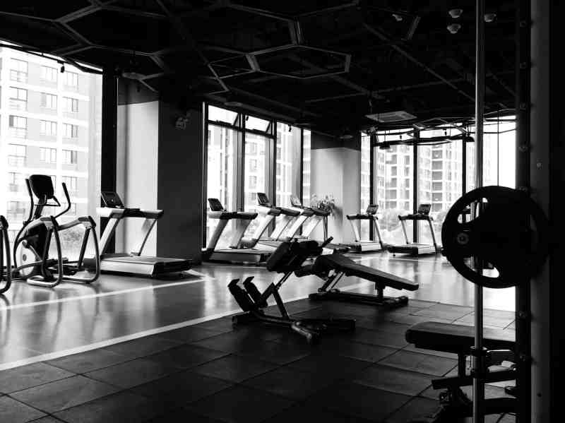 hotel gym features