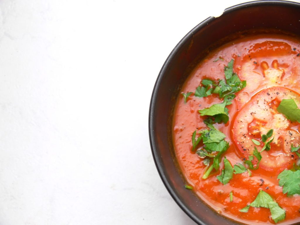 The beautiful flavours in this Herby Slow Roasted Tomato Soup from @Peachicksbakery make for a light & comforting autumn lunch that is naturally freefrom and suitable for vegans. It is ridiculously simple to make, packed with flavour, low calorie and is great with pasta too! BEST of all its perfect for batch cooking & freezing for those busy days you need a speedy meal! #Dairyfree #glutenfree #vegan