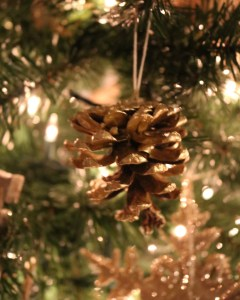 Spray painted gold pine cone ornament - DIY