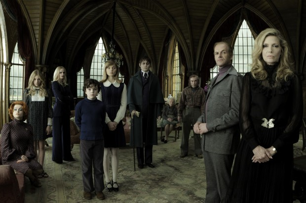 All About The Family, A Family Of Oddballs! Watch New DARK SHADOWS