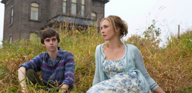 First Teaser Trailers For Psycho Tv Prequel Series Bates Motel