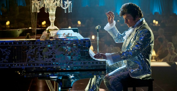 behind-the-candelabra_Michael_douglas_piano