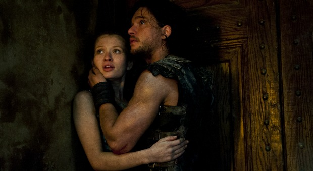 Milo (Kit Harington) and Cassia (Emily Browning) in TriStar Pictures' POMPEII.