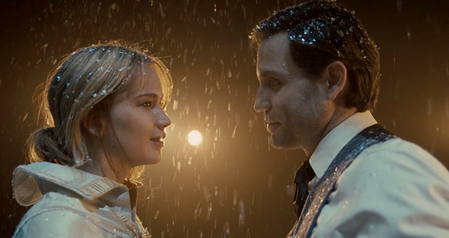 In New JOY Trailer Jennifer Lawrence Exchanges The Bow For The Gun