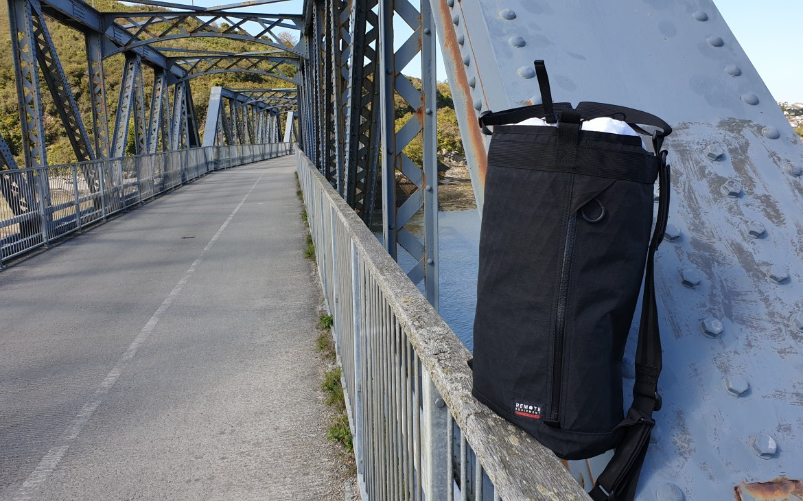 Remote Equipment BRAVO 18 review haul bag black x-pac outside