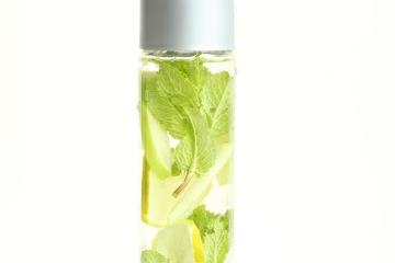 Apple detox water thepetitecook.com