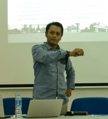 Prof. Uji and his masterful posing while giving a lecture