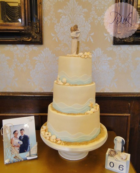 beach-wave-elegant-wedding-cake