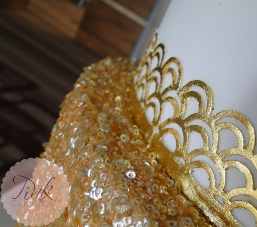 sequin-art-deco-wedding-cake-close-up