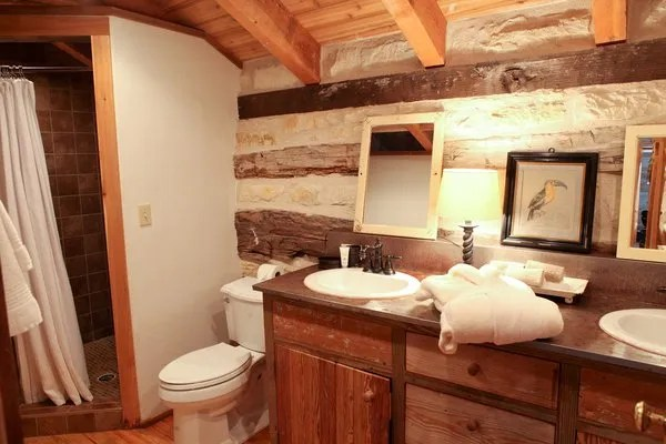 Hoffman Haus Log Cabin Bathroom