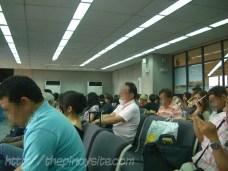 waiting area sa boarding gate ng eroplano sa naia 1