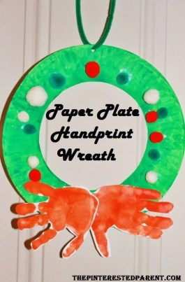 Paper plate hand print wreath craft for kids. Christmas art and crafts