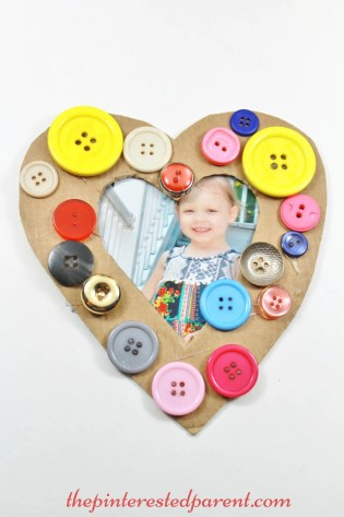 Cardboard & button easy craft frame for kids. A cute as a button gift idea for small kids to make