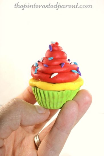 Polymer Clay Cupcakes - This is a great arts & craft project & can be used for pretend play for the kids after making..