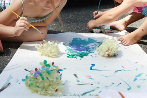 Painting flower petal - nature arts & crafts activities for kids. This is a wonderful spring & summer art project that you can do outdoors.