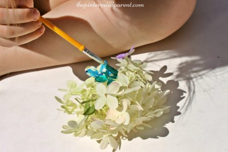 Painting flower petal - nature arts & crafts activities for kids. This is a wonderful spring & summer art project that you can do outdoors. Great for all ages.
