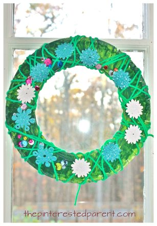 Yarn wrapped paper plate Christmas wreath - winter kid's arts and crafts and fine motor activity