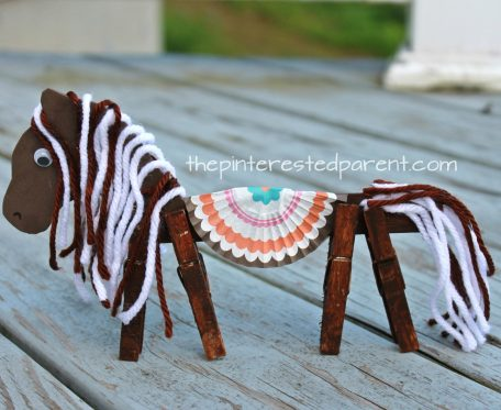 Clothespin horse and unicorn craft with printable head template. Kid's arts and crafts ideas.